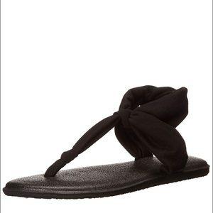 Sanuk Yoga Sling In Black NWT
